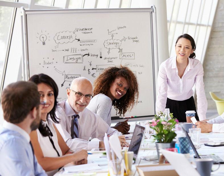 Profissionais em reunião de trabalho- Comunicação interna