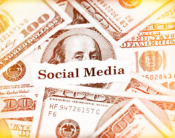 A disputa por ser a rede social preferida dos criadores de conteúdo continua acirrada em 2021. As redes sociais estão lançando novas funcionalidades para que estes profissionais consigam aumentar a sua monetização, como foi o caso do Twitter, ao lançar a ferramenta Tip Jar, como abordamos nesse artigo. Agora chegou a vez do Instagram oferecer […]